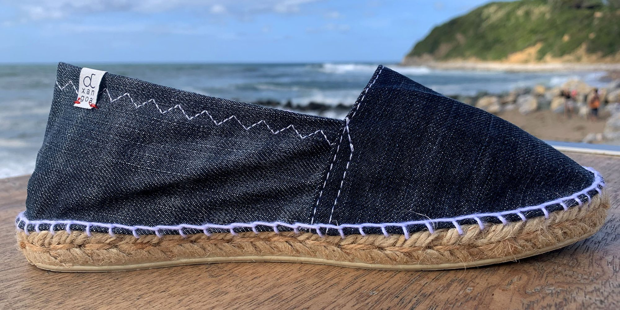 Our eco-designed and Made in France Otxangoa espadrilles. Here, in dark jeans.